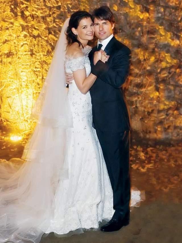 Том Круз и Кэти Холмс ($3,5 млн). Торжественная церемония проходила в стенах замка Castello Odescalchi в пригороде Рима, который пара арендовала за $750 000.