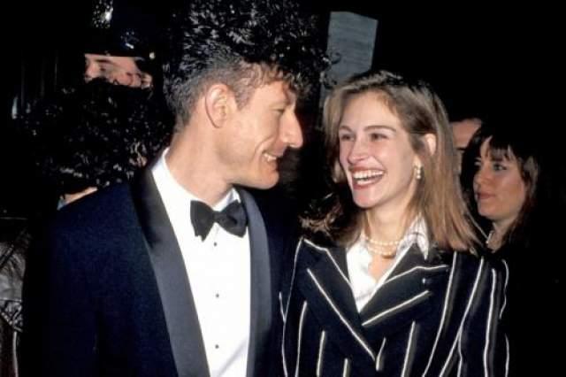 А в 1993 году вышла замуж за актера и певца Лайла Ловетта. Правда, брак оказался коротким- распался уже через два года.