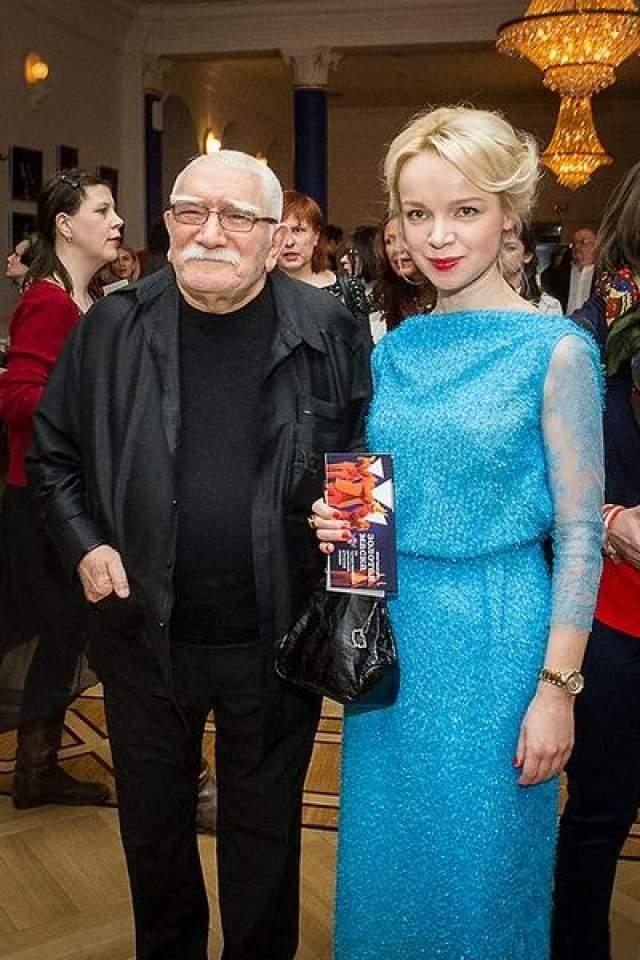 """В одном из интервью девушка призналась, что режиссера был ее кумиром с самого детства. """"Я влюбилась в него 16-летней девчонкой"""" - рассказывала журналистам Виталина."""
