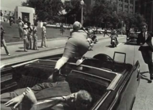 Кортеж президента немедленно ускорился и через 5 минут Кеннеди был доставлен в госпиталь, расположенный в четырех милях от места ранения.