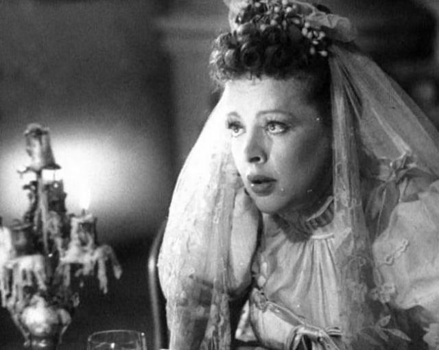 Зоя Федорова (1907-1981). Убийство известной советской актрисы шокировало общественность. 11 декабря 1981 после 14.00 она была убита выстрелом в затылок в своей трехкомнатной квартире № 243 дома 4/2 по Кутузовскому проспекту.