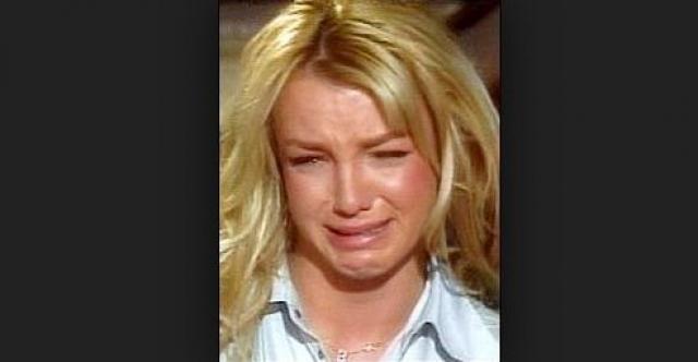 На вопрос о том, как она себя чувствует после разрыва с Джастином Тимберлейком, Бритни разрыдалась.