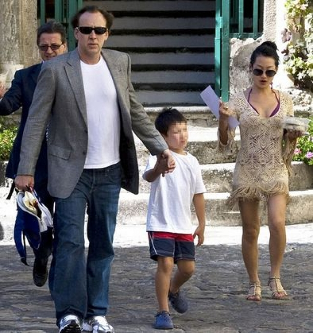 Супруга не стала подавать на актера в суд. Все это происходило на глазах их маленького сына Кал-Эла.