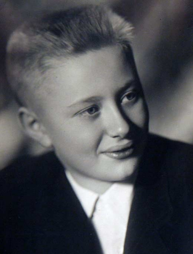 А вот что действительно отличало Андрея от других мальчишек - это его врожденная чистоплотность, которая осталась с ним на всю жизнь.