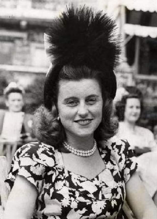 Дочь Кэтлин Кеннеди погибла в авиакатастрофе 13 мая 1948 года. (28 лет)