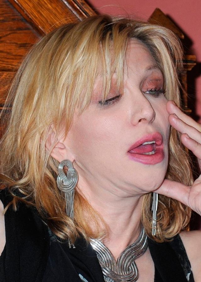 Кортни Лав. О наркотических пристрастиях вдовы лидера группы Nirvana Курта Кобейна ходят легенды.