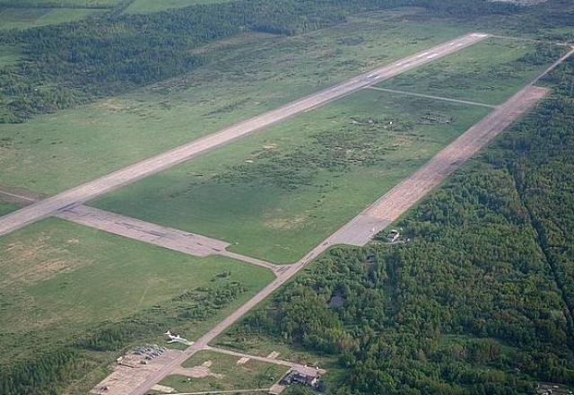 Впереди по курсу и юго-западнее аэропорта Пулково находился военный аэродром Горелово. Авиадиспетчеры аэропорта Пулково связались со своими военными коллегами, после чего предложили экипажу борта 75559 выполнить посадку там.