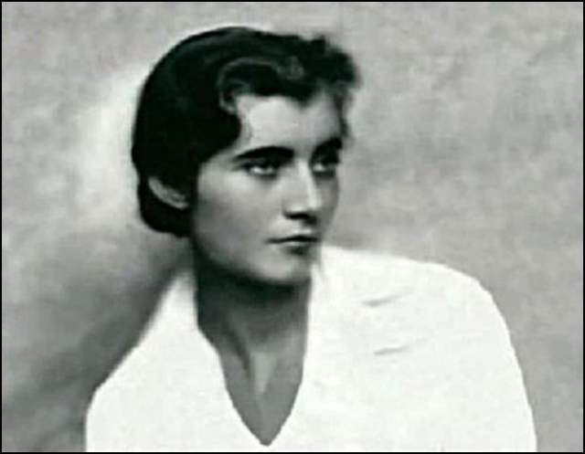 Самой известной ее шпионской выходкой стало вскрытие сейфа французского посла. Искусными действиями она смогла сделать это и скопировать морской код, который потом помог войскам союзников осуществить высадку в Северной Африке в 1942 году.