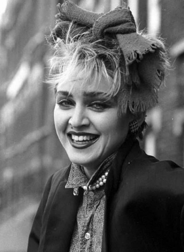 """За свою первую кино роль Madonna получила всего 100 долларов. В 1979 году она сыграла в киноленте Стефан Левицки """"Конкретная жертва"""". Героиня будущей поп-звезды Бруно - жида с трансвеститом и страдала от его извращений. Позднее Луиза Мария Чикконе очень жалела о своей роли. Она пыталась запретить к показу фильм."""