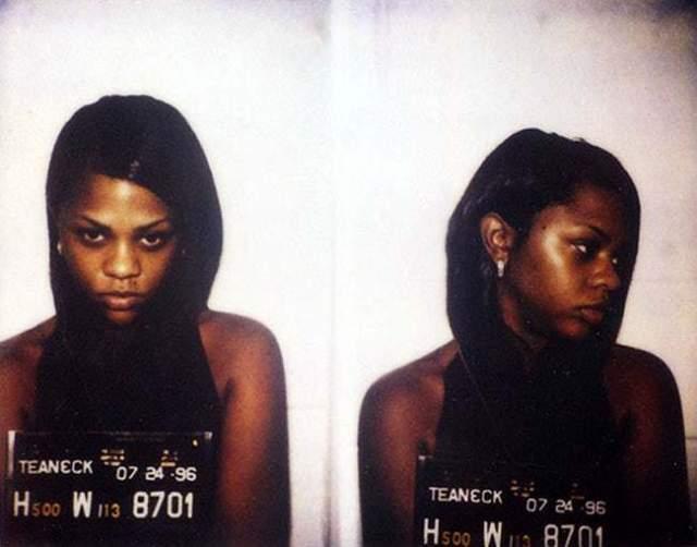 Lil' Kim, 44 года. Женщина-рэпер в 2005 году села в тюрьму на один год и один день, отбывая наказание за преступный сговор и дачу заведомо ложных показаний. С кем был сговор и против кого она давала показания - СМИ не уточнили.