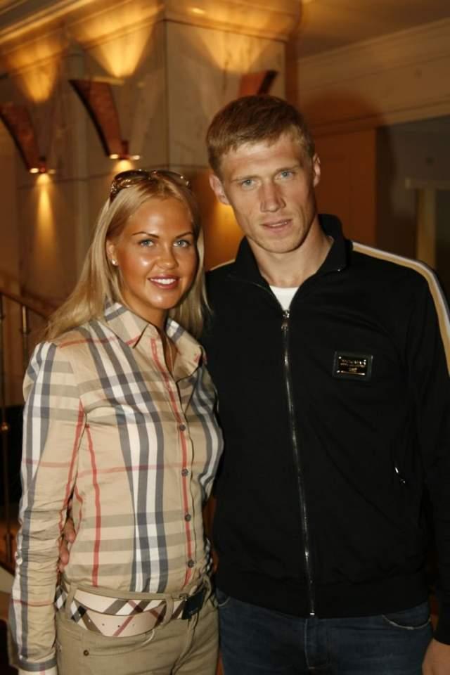 Мария Погребняк Мария вышла замуж за футболиста Павла Погребняка еще в 2006 году, во время учебы в университете.