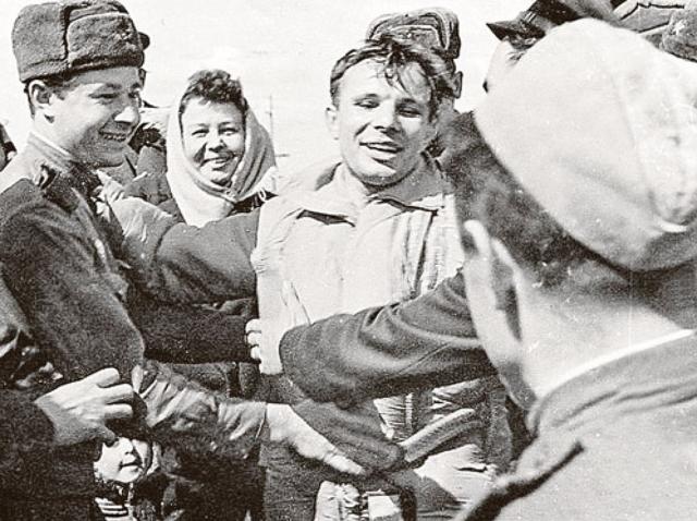 Уже спустя несколько лет после полета, Юрий Гагарин посетил один из концертов популярного ВИА. Тогда он признался, что уже слышал похожую музыку, но не на Земле, а во время полета в космос.