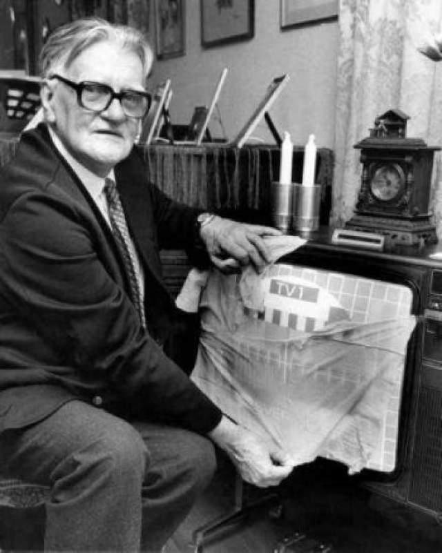 Чулки для телевизора. В 1962 году на телеканале SVT шведским зрителям поведали, как сделать изображение на их чб-экранах цветным.