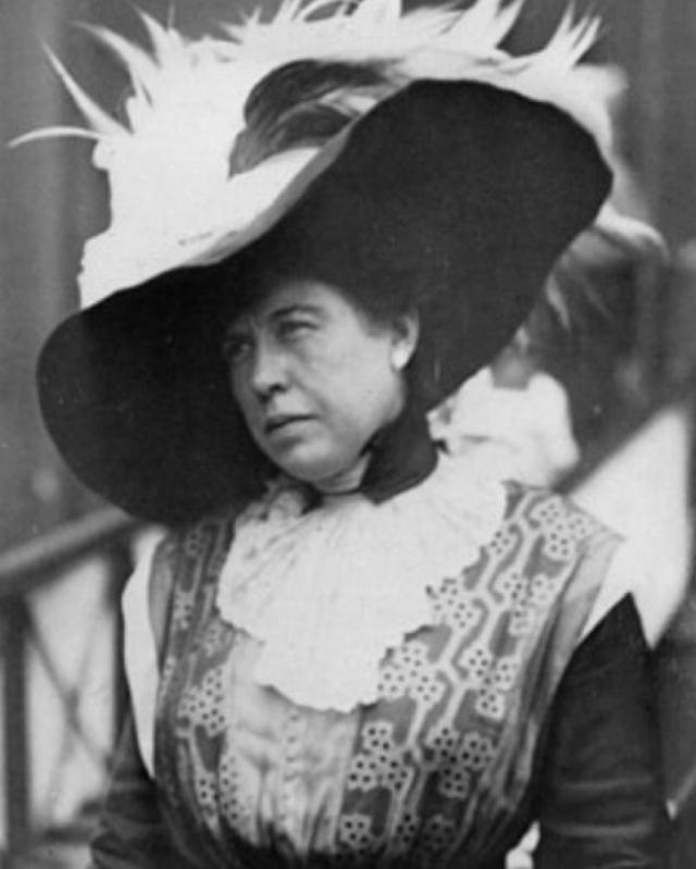 """Маргарет (Молли) Браун - американская светская дама, филантроп и активист. Выжила. Когда на """" Титанике """" возникла паника, Молли усаживала людей в спасательные шлюпки, сама же отказывалась садиться туда."""