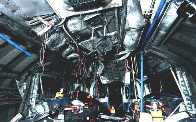 """Бомба взорвалась на станции """"Эджвер-Роуд"""" во втором вагоне. Погибли шесть человек."""