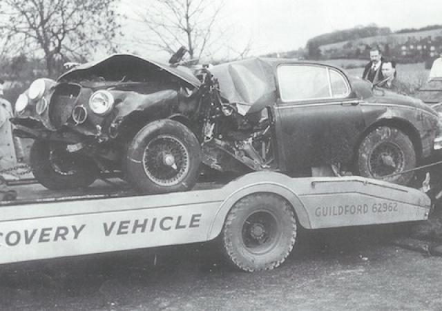 """22 января 1959 года, всего несколько месяцев спустя, Хоторн погиб близ Лондона, управляя форсированным """"Ягуаром""""."""