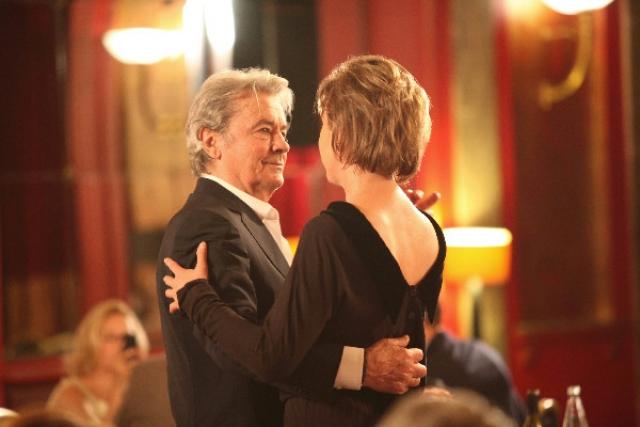 """""""Ален Делон – мечта моей мамы, и она всю жизнь хотела с ним встретиться. Так что на съемках я осуществила ее мечту: он поцеловал меня, а я по возвращении в Москву передала этот поцелуй своей маме,"""" – рассказала Розанова."""