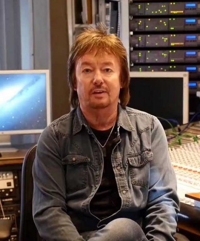 В настоящее время - успешный сольный артист, муж, отец и дедушка троих внуков.