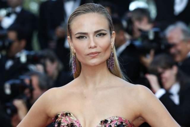 В 2000 году блондинка из Перми заняла второе место на конкурсе New Model Today, а уже спустя четыре года появилась в 54 шоу на Неделях моды в Париже, Милане и Нью-Йорке.