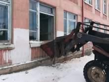В школе в Новосибирской области обрушилась стена