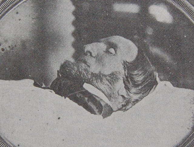 """Он подал условный сигнал полиции, когда Большой Джим и компания принялись вскрывать могилу. Преступников поймали только несколько суток спустя, причем в той самой таверне """"Большой Джим""""."""