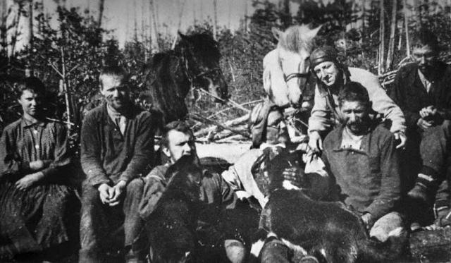 В 1927-1939 годах он организовал и возглавил шесть экспедиций (по другим данным - четыре экспедиции) на место падения этого метеорита.