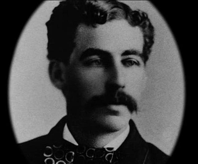 Он окончил университет Мичиганской Военно-медицинской школы в 1884 году. Во время обучения часто крал трупы из школьной лаборатории и уродовал их, а потом утверждал, что люди были убиты случайно.