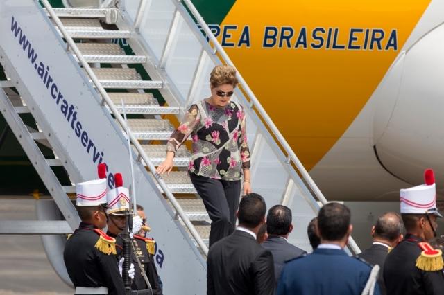 Дилма Русеф, президент Бразилии. Возможно из-за желания казаться ближе к народу, президент часто выбирает наряды, напоминающие товары с ближайшего рынка.