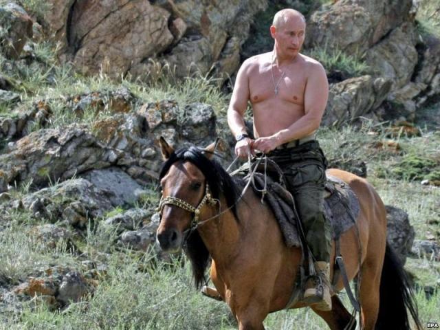 """Владимир Путин поразил весь мир фото топлесс. """" Бывший чемпион по дзюдо так много фотографируется топлесс, что это уже выходит за рамки приличия и вызывает вопросы, """" - написал тогда Time."""