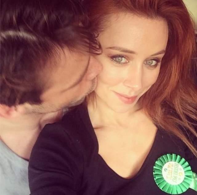 Юна Хили и Бен Фоден Хоть пара и поженилась в 2012 году, до сих пор ощущают себя молодоженами..