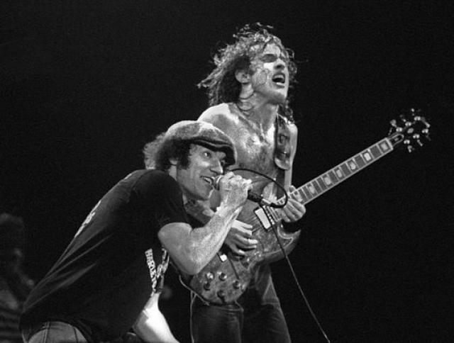 Запись попала в руки менеджера группы Питера Менча, который в свою очередь передал ее AC/DC. Брайан узнал о своем зачислении на место вокалиста 1 апреля 1980, он рассказал всем своим землякам, но никто ему не поверил.
