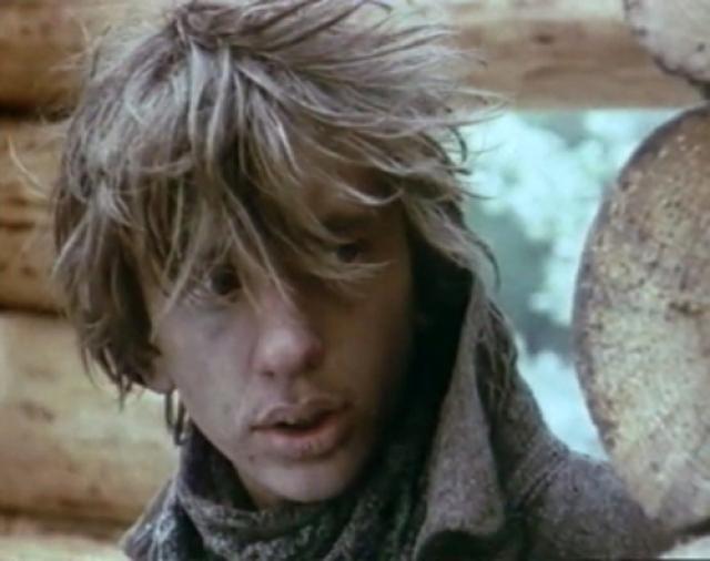 """В 1987 году снялся в одной из главных ролей в фильме """"На своей земле"""". После этого фильма полгода предложений о съемках не получал, сильно расстроился и решил пойти в армию."""