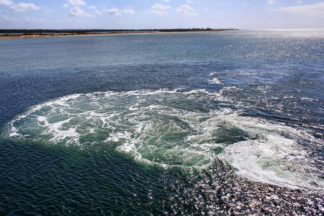 В июле 1963 года пропало 20-ти метровое рыболовное судно и экипаж из 40 человек. Позже сообщалось, что были найдены обломки судна и некоторые вещи, принадлежавшие членам экипажа.