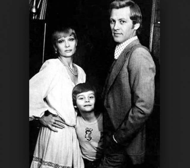 Актеры Светлана Светличная и Алексей Ивашов с младшим сыном Олегом.