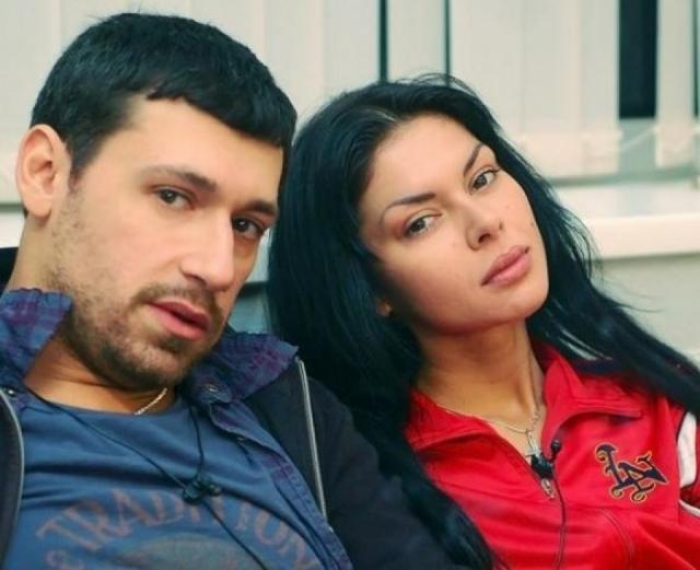 Вместе Виктория и Вячеслав открыли продюсерский центр, но дело не пошло. В итоге Виктория открыла магазин свадебных платьев. Пыталась засудить ресторан на 5 млн. рублей, после того, как чуть не погибла из-за деликатеса, но судья встал на сторону бизнесменов.