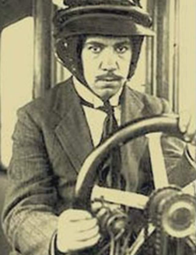 Игорь Сикорский. Ученый, авиаконструктор и изобретатель уехал из России в 1918 году сначала в Париж, а затем в США, где основал Sikorsky Aircraft.