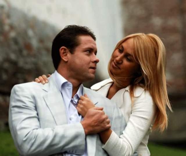 На рубеже 40-летнего юбилея у спортсмена состоялась долгожданная свадьба с Алиной Хасановой (она на 15 лет младше Буре), а спустя несколько лет он впервые стал отцом. В данный момент у пары уже двое детей: сын Павел и дочь Палина. Они жили в Майами, где у Павла Буре бизнес.