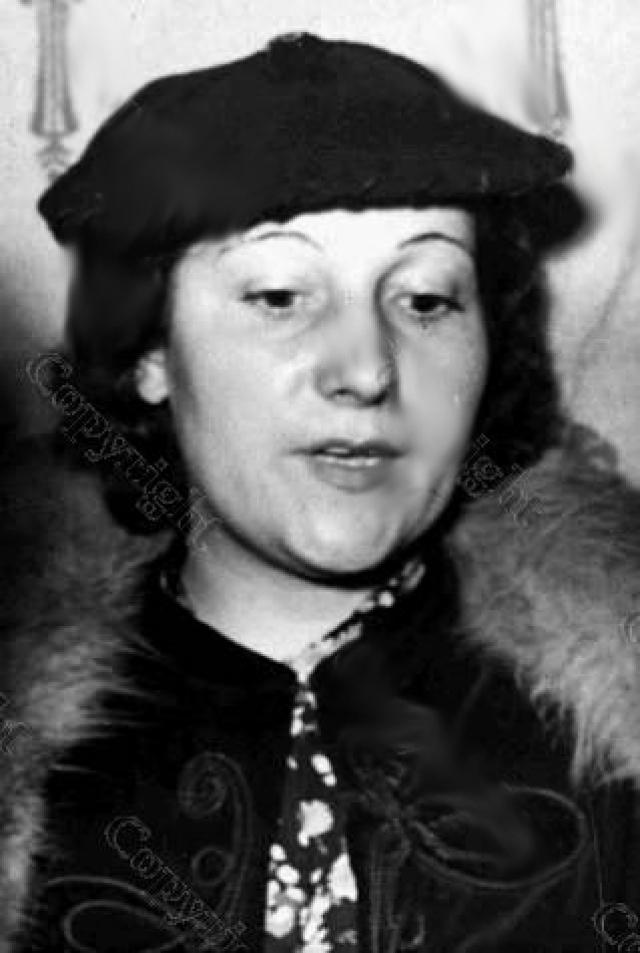Похитители забрали найденные у убитой деньги - 430 долларов и 300 франков в дорожных чеках, после чего отправились к любовнице Мильона Колетт Трико .