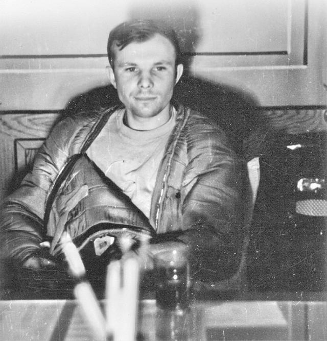 Гагарин же, увидев в иллюминаторе бушующее пламя, предположил, что космический корабль горит и его гибель неизбежна.