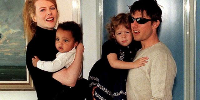В браке с Томом Крузом попытки актрисы Николь Кидман забеременеть не увенчались успехом, поэтому пара усыновила двоих детей - сына Конора и дочь Изабеллу.