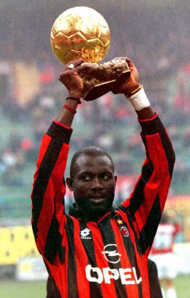 """Африканский футболист является первым и пока единственным представителем своего родного континента, выигравшим самую престижную индивидуальную награду мирового футбола - """"Золотой мяч"""", который вручается лучшему футболисту мира."""