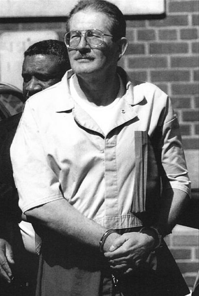 """Олдрич Эймс. Был """"высокопоставленным"""" двойным агентом: являлся бывшим начальником контрразведывательного подразделения ЦРУ, начальником советского отдела управления внешней контрразведки ЦРУ."""