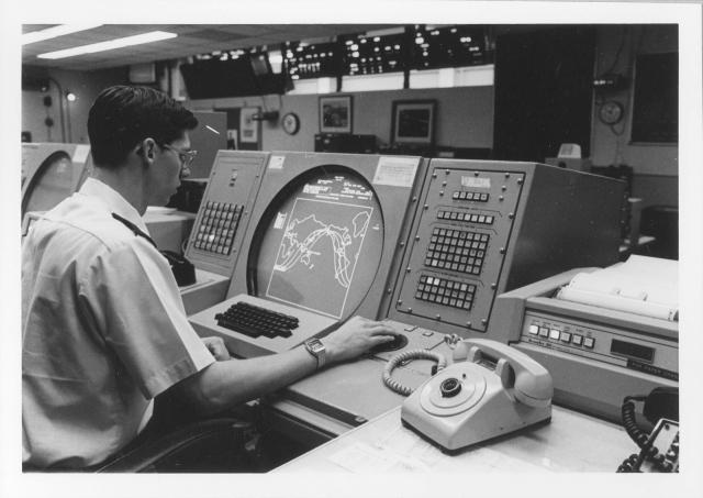 То есть компьютер сначала выдал что две, а позже и двести баллистических ракет подводной лодки были на пути в США.