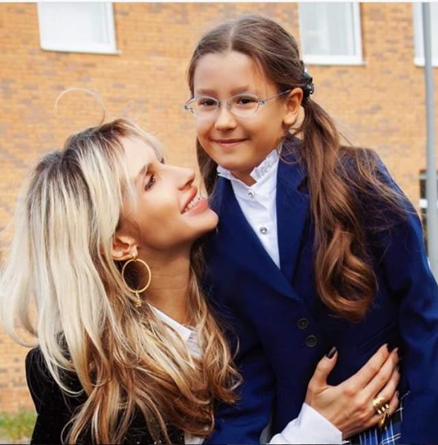 Светлана Лобода Весной 2018 года певица стала мамой во второй раз. Уже через неделю после рождения дочки Тильды артистка вышла на сцену. Кроме того, ее старшая дочь Евангелина, отцом которой является танцор и диджей Андрей Царь, пошла во второй класс.