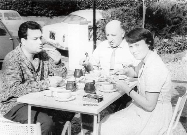 Эльдар Рязанов с женой Зоей Фоминой и актер Георгий Георгиу во Франции.