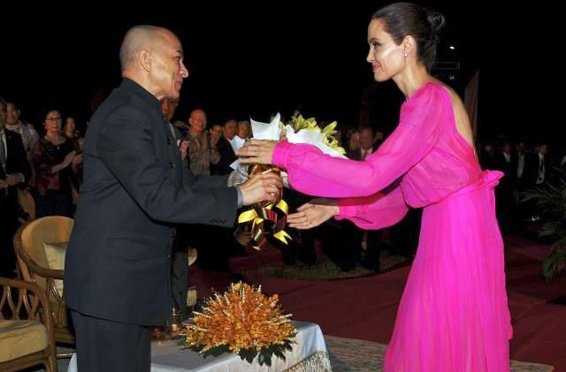 Монарх много времени выделил на изучение искусства танца и музыки в университете, и даже 20 лет работал в Париже.