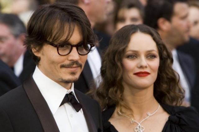 Джонни Депп и Ванесса Паради были вместе с 1998 года, у них родились двое детей - дочь Лили-Роуз Мелоди и сын Джон Кристофер Депп III. 19 июня 2012 года публицист Деппа сделала заявление, что Депп и Паради расстались.