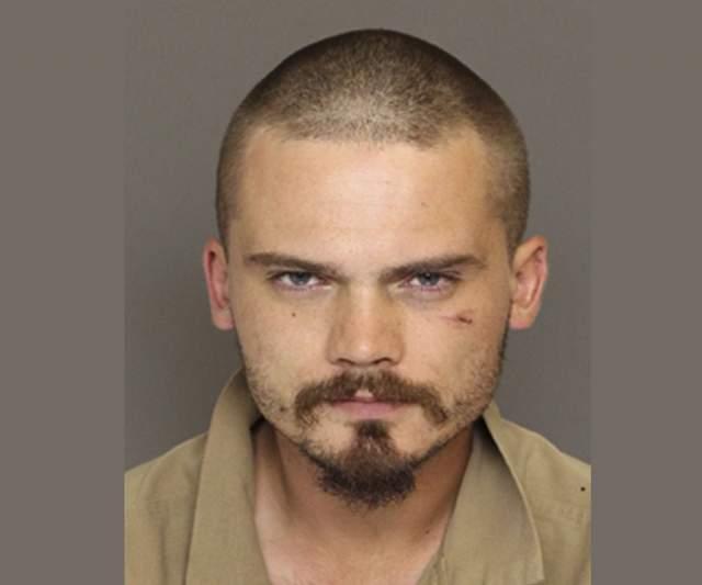 Молодого мужчину арестовали в американском штате Южная Каролина за превышение скорости, но он не остановился. Погоня привела к тому, что автомобиль актера врезался в дерево.