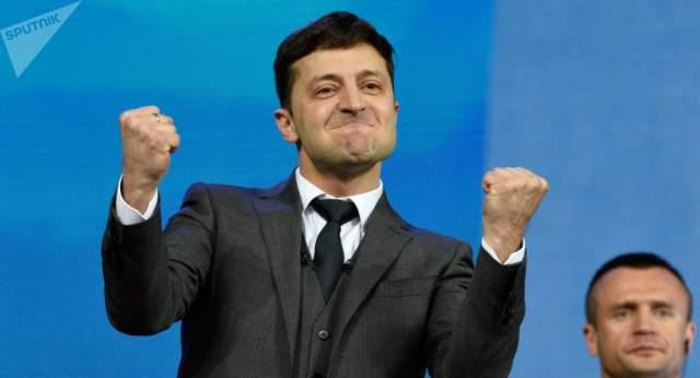 21 апреля, во втором туре, Зеленский побеждает на выборах президента и становится новым президентом Украины.