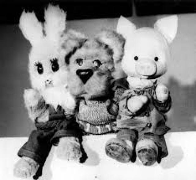 Знаменитый Филя появился лишь в 1967 году. Тремя годами позже к нему присоединился Степашка, затем - Хрюша и Каркуша, кот Цап-Царапыч и, намного позже, Мишутка. Кукол озвучили актеры столичных театров.